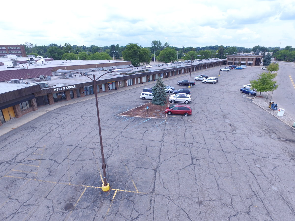 Retail / Office across from Lowes – Lease in Lansing